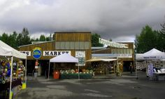 Am Bauernmarkt wird selbst ein Regentag bunt. Foto: Doris Bunt, Street View, Pictures, Rain Days, Farmers Market, History