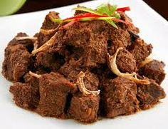 Traditional Recipes Rendang padang - The most Delicious Ingredients: 1 kg silverside beef , cut cm along the meat fibers 2 In. Asian Recipes, Beef Recipes, Cooking Recipes, Healthy Recipes, Asian Foods, Easy Recipes, Healthy Food, Silverside Beef, Beef Rendang Recipe