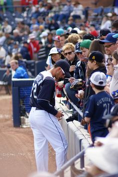 Vinnie Catricala signing autographs, Peoria AZ spring training 2012.