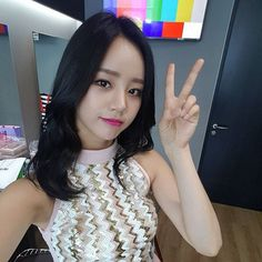 Find images and videos about kpop, korean and ulzzang on We Heart It - the app to get lost in what you love. Lee Hyeri, Girl's Day Hyeri, Girl Sday, Kpop Girls, Girl Group, Crochet Necklace, Korean, Singer, Actresses