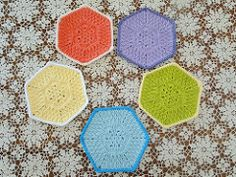 Using the popular African Flower motif, make this useful dishcloth to pretty up your kitchen!