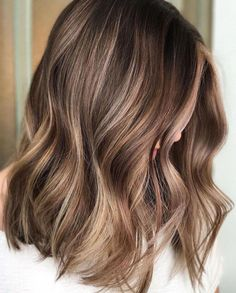 35 Balayage Hair Color Ideas for Brunettes in 2019 The French hair coloring technique: Balayage. balayage hair color ideas for brunettes in 2019 allow to achieve a more natural and modern eff. Brown Hair Balayage, Brown Ombre Hair, Brown Blonde Hair, Hair Color Balayage, Brown Hair Shades, Balayage Bob, Haircolor, Blonde Balayage On Brown Hair, Pretty Brown Hair