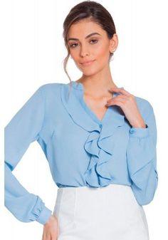 modelo cabelo castanho veste camisa azul babados principessa zoraide padrao  Camisa Social Feminina c2f87920c73