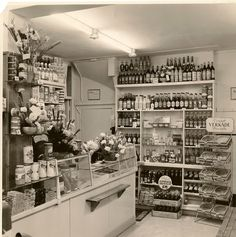 Old Pictures, Retro Fashion, Amsterdam, Photo Wall, Shops, Asd, Retro Style, Coca Cola, Discovery