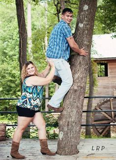 pretty sure every couple should do an engagement pic like this :)