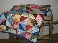 VATTERT KRABBETEPPE I LAPPETEKNIKK Quilts, Blanket, Sewing, Bed, Handmade, Home, Dressmaking, Hand Made, Couture
