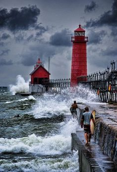 GRAND HAVEN LIGHTHOUSE. The memories of taking the boat 30 miles south from Muskegon Michigan - Robert Resnick: Grand Haven Lighthouse. Notice idiots on pier. Beautiful Places, Beautiful Pictures, Lighthouse Pictures, Grand Haven, Lake Michigan, Michigan Usa, Wisconsin, Belle Photo, Places To See