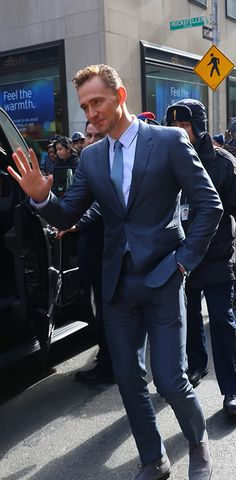 Tom Hiddleston at NBC Studios in New York City during an appearance on 'The Today Show' on March 24, 2016. Higher resolution image: http://ww4.sinaimg.cn/large/6e14d388jw1f299nmabbfj218g1uo1kx.jpg Source: Torrilla, Weibo http://www.weibo.com/1846858632/DnUmpvGM1?from=page_1005051846858632_profile&wvr=6&mod=weibotime&type=comment#_rnd1458916851506