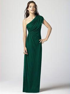 Oh-so-elegant emerald! | http://www.weddingpartyapp.com/blog/2014/09/09/jewel-toned-bridesmaid-dresses-falls-must-wedding-look/