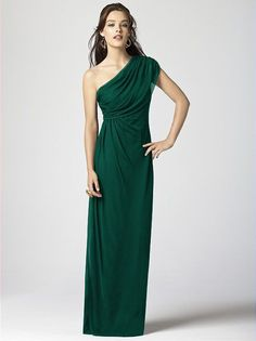 Oh-so-elegant emerald! | http://www.weddingpartyapp.com/blog/2014/09/09/jewel-toned-bridesmaid-dresses-falls-must-wedding-look/
