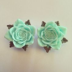 Peppermint Vintage Rose Ear Plugs