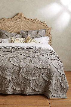Die Chancen stehen gut, dass diese Decke das Erste ist, was Dir auffällt, wenn Du Dein Schlafzimmer betrittst. Und das Gemütlichste, wenn Du in Deinem Bett liegst.