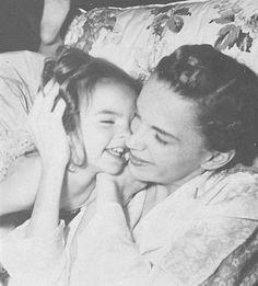 Little Liza Minnelli with mom Judy Garland