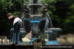 Girl in the Fountain - Juayua, El Salvador | Flickr: Intercambio de fotos