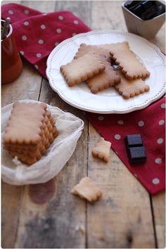 Les petits beurres maison c'est possible ! Et ils sont aussi bons que ceux qu'on connait si bien. J'ai vu cette recette sur le site de l'internaute. Et pou