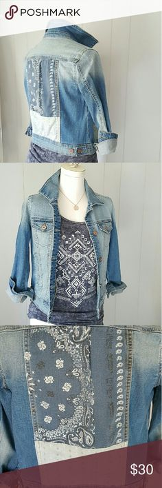 "Denim Jacket w/ Bandana Print Ombre denim Jacket goes from a lighter denim at shoulders and chest,  to mid wash denim down arms and at sides.  *Copper buttons stamped with Arizona Jean Co.  Logo have a distressed look.  * Banana Print on back/ center of jacket has a ""washed in""  look. * Jacket is slightly longer in front. Hits just above hips in back, and just below belly button in front.  * Measurements:   - Shoulder to hem (at longest):  19""  - Under armpit to hem: 10.5""  - Chest:  laying…"
