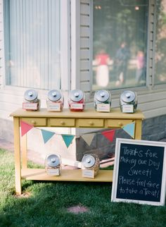 Handmade Salt Lake City Wedding ⋆ Ruffled adorable candy station alternative – a lollipop station! Sweet Buffet, Sweet Tables, Diy Party Decorations, Party Themes, Party Ideas, Easy Oven Fried Chicken, Sweet Table Wedding, Love Is Sweet, Sweet 16