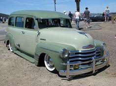 1952 Chevrolet Suburban (Custom)