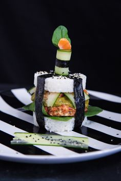 This easy salmon sushi burger with kiwi and coriander sauce and tangerines is a quick and healthy option for a gourmet dinner. Kiwi Recipes, Wrap Recipes, Healthy Recipes, Sushi Burger, Kiwi Berries, Salmon Sushi, Healthy Options, Seafood Recipes, Coriander