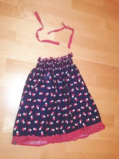 Und Schnipp schnapp wurde ein Rock aus easy peasy Kleidchen http://pin.it/RGeYbhj