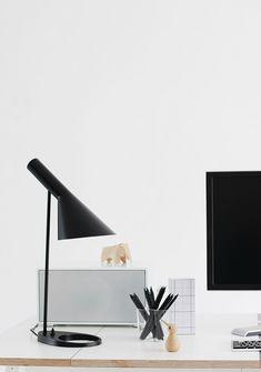 Modern Home Office // Nordic Leaves: temporary office Nordic Interior, Interior Styling, Interior Decorating, Interior Design, Eames, Scandinavian Interior, Danish Design, Interior Inspiration, Decoration