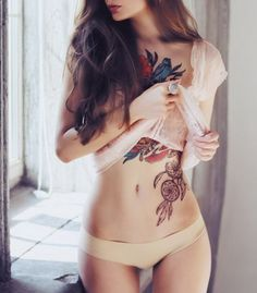 Small, cute and unique Dreamcatcher Tattoos for arm, wrist, shoulder and foot with for females. Flower and roses dreamcatcher tattoos for a good sleep. Tattoo Girls, Girl Tattoos, Female Tattoos, Positive Tattoos, Photomontage, Tatoo Art, Tattoo Ink, Dc Tattoo, Bauch Tattoos