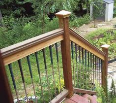 Golf Course Make Deck Balusters From Used Golf Clubs - DIY - MOTHER EARTH NEWS - This deck refinishing idea employs used golf clubs as deck balusters and is perfect for golf aficionados and recycling enthusiasts alike. Golf Club Crafts, Golf Club Art, Thema Golf, Deck Balusters, Golf 2, Golf Ball, Club Furniture, New Golf Clubs, Golf Club Grips