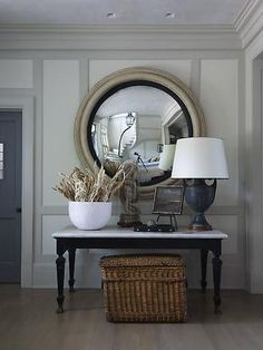 blue living room by Mary de casas interior design design and decoration Design Entrée, House Design, Face Design, Style At Home, Decoration Entree, Gambrel, Round Mirrors, Large Round Mirror, Large Mirrors