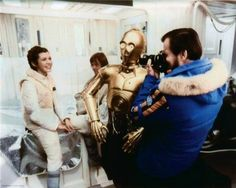 Carrie Fisher, Mark Hamill, Anthony Daniels and Gary Kurtz on the set of The Empire Strikes Back. Star Wars I, Film Star Wars, Images Star Wars, Star Wars Pictures, Mark Hamill, Luke Skywalker, Anthony Daniels, Alec Guinness, Princesa Leia