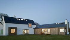 L shaped house ideas Modern Bungalow Exterior, Cottage Exterior, Bungalow House Design, Modern Farmhouse Exterior, Cottage Design, Modern Barn House, Modern House Plans, House Designs Ireland, L Shaped House