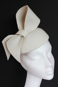 Ivory felt hat with large bow. Small hat perfect for a wedding guest or day at the races.