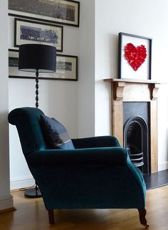 I'd love to have a chair like this. I like the colour and the shape and the heart shape picture is pretty nice too.