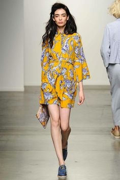Karen Walker Lente/zomer 2015 simplicity of the dress and it's colors