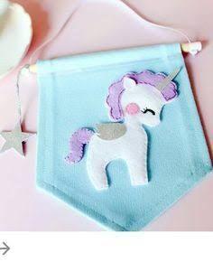 Resultado de imagem para unicornio em feltro Unicorn Birthday Parties, Unicorn Party, Unicorn Banner, Felt Diy, Felt Crafts, Sewing Crafts, Sewing Projects, Felt Banner, Unicorn Crafts