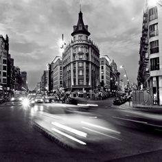 Barcelona in black white on pinterest barcelona - Placa universitat barcelona ...