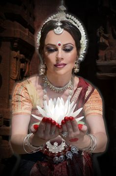 Moria Chappell ~ Classical Odissi Indian Dance