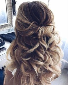 Wondrous Useful Tips: Women Hairstyles Plus Size Curvy Fashion older women hairs . Wondrous Useful Tips: Women Hairstyles Plus Size Curvy Fashion older women hairs … # curvy Prom Hairstyles For Short Hair, Face Shape Hairstyles, Older Women Hairstyles, Boho Hairstyles, Long Curly Hair, Everyday Hairstyles, Curly Hair Styles, Hairstyles 2018, Graduation Hairstyles