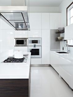 It is easier than you think to take your kitchen from builder grade to gorgeous on a budget! These kitchen makeover secrets will save you money and give you great ideas! Kitchen Dinning, New Kitchen, Kitchen Decor, Kitchen Ideas, Kitchen Organisation, Kitchen Storage, Küchen Design, House Design, Cocinas Kitchen