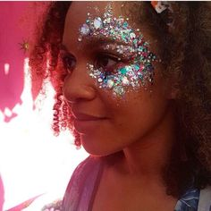 The glitter trend hitting the festivals right now is one we are big fans of! The Gypsy Shrine: Glitter mix for festivals Festival Looks, Festival Make Up, Festival Hair, Festival Makeup Glitter, Glitter Party, Glitter Bomb, Glitter Dress, Makeup Basic, Make Carnaval