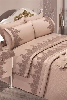 Evlen Home & Alanur Home Collection - Çift Kişilik Nirvana Evlilik Seti Gül K. Bed Cover Design, Bedroom Furniture, Bedroom Decor, Bed Curtains, Diy Home Crafts, Beautiful Bedrooms, Bed Covers, Home Collections, Home Textile