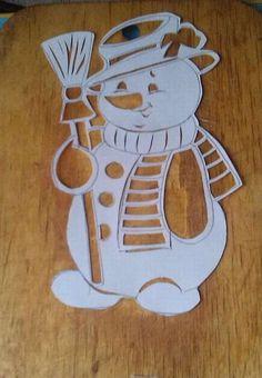 Christmas Window Decorations, Christmas Wood Crafts, Christmas Crafts For Kids To Make, Felt Christmas, Christmas Signs, Simple Christmas, Christmas Ornaments, Christmas Stencils, Scroll Saw