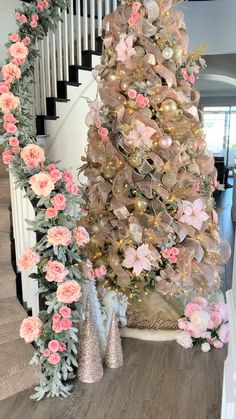 Roses Christmas tree- Roses Christmas tree Finally getting our second tree done. Just finishing putting roses on the garland 🙌🏻 not so traditional but they look gorgeous 😍 - Rose Gold Christmas Tree, Elegant Christmas Trees, Pink Christmas Decorations, Christmas Tree Themes, Christmas Tree Ribbon, Flocked Christmas Trees Decorated, Xmas Tree, Christmas Holiday, Christmas Tree Inspiration