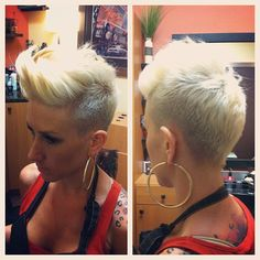 #fauxhawk #chickhawk #short #shorthair #shorthaircut #shorthairstyle #shavedhair #shaved #mohawk #blonde #redken #haircut #hairstyle #hairstylist #imakehotgirlshotter - @dillahaj- #webstagram
