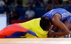Esta luchadora demostró sus ganas de estar en el podio olímpico y por eso nos regalo la sexta medalla para el país en Londres. Sumo, Wrestling, Sports, Female Fighter, London, Gift, Lucha Libre, Hs Sports, Sport