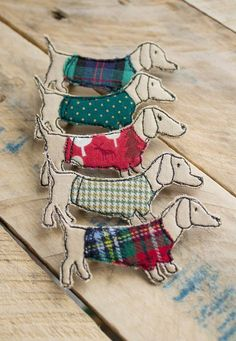 Textile Sausage Dog Brooches by Katie Essam. Items similar to Textile Sausage Dog Brooch on Etsy Handmade, freehand machine embroidered and appliquéd fabric, Sausage Dog in jumper brooch. A Mixed Media Textile Artist with a passion for all things vintage Freehand Machine Embroidery, Free Motion Embroidery, Free Machine Embroidery, Embroidery Applique, Machine Quilting, Embroidery Designs, Textile Jewelry, Fabric Jewelry, Textile Art