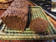 Pan integral con harina de algarroba, salvado de avena, yogurt y semillas de lino y sésamo