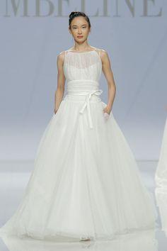 polka dot wedding dress by cymbeline at #barcelonabridalweek http://weddingwonderland.it/2016/05/cymbeline-2017.html