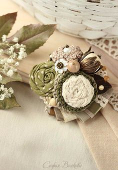 All Things Shabby and Beautiful Shabby Chic Flowers, Lace Flowers, Felt Flowers, Fabric Flowers, Textile Jewelry, Embroidery Jewelry, Fabric Jewelry, Crochet Brooch, Beaded Brooch