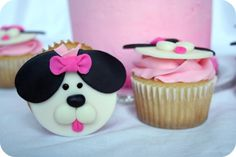 Birthday hat or crown. Puppy Cupcakes, Puppy Cake, Girl Cupcakes, Birthday Cupcakes, Fondant Cupcake Toppers, Cupcake Cakes, Shared Birthday Parties, National Cupcake Day, Rolling Fondant
