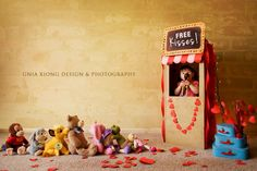 Valentines Day photo session idea Gnia Xiong Design and Photography line up stuffed animals adorable Holiday Photography, Hobby Photography, Cute Photography, Children Photography, Photography Backdrops, Valentine Mini Session, Valentines Day Photos, Valentines Diy, Stuffed Animals